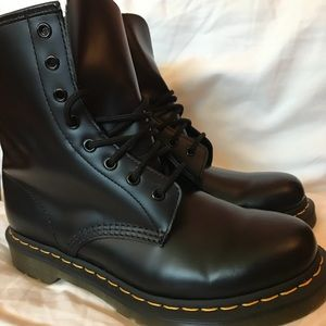 Dr. Martens Women's 1460 Smooth
